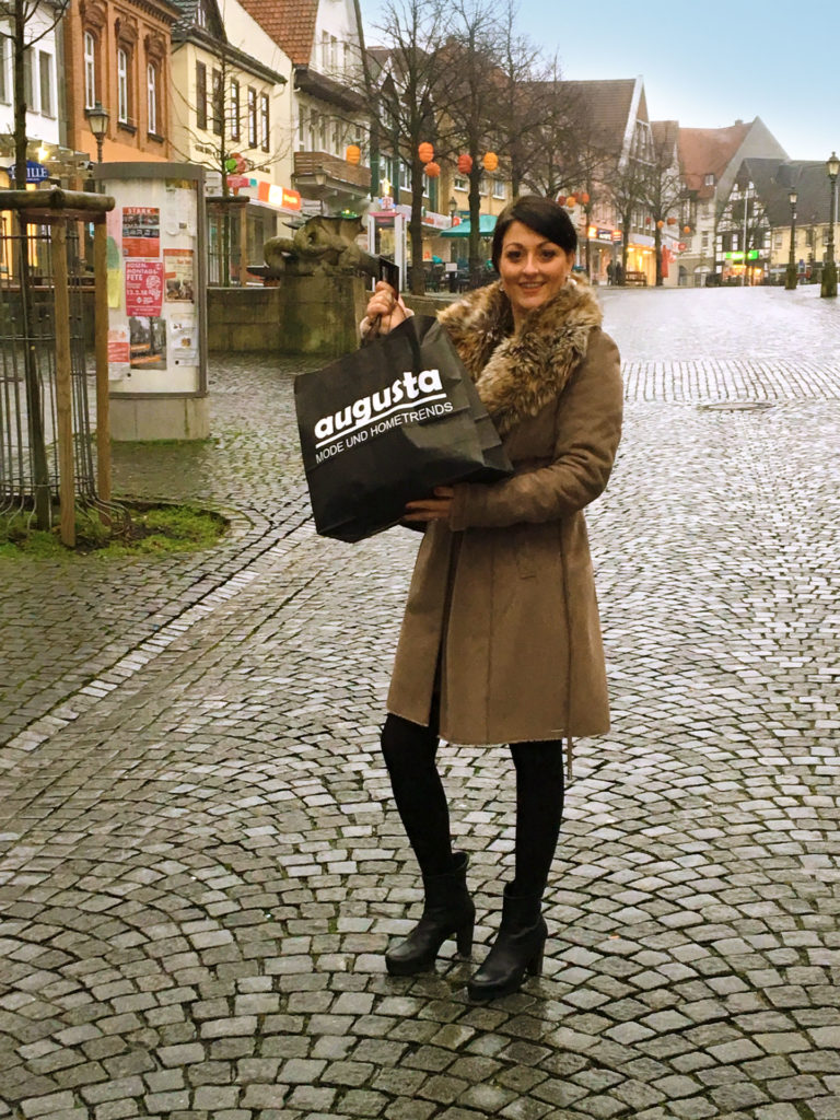 Happy Winter-Sale-Shopping - Einkaufen in der Bückeburger Innenstadt.